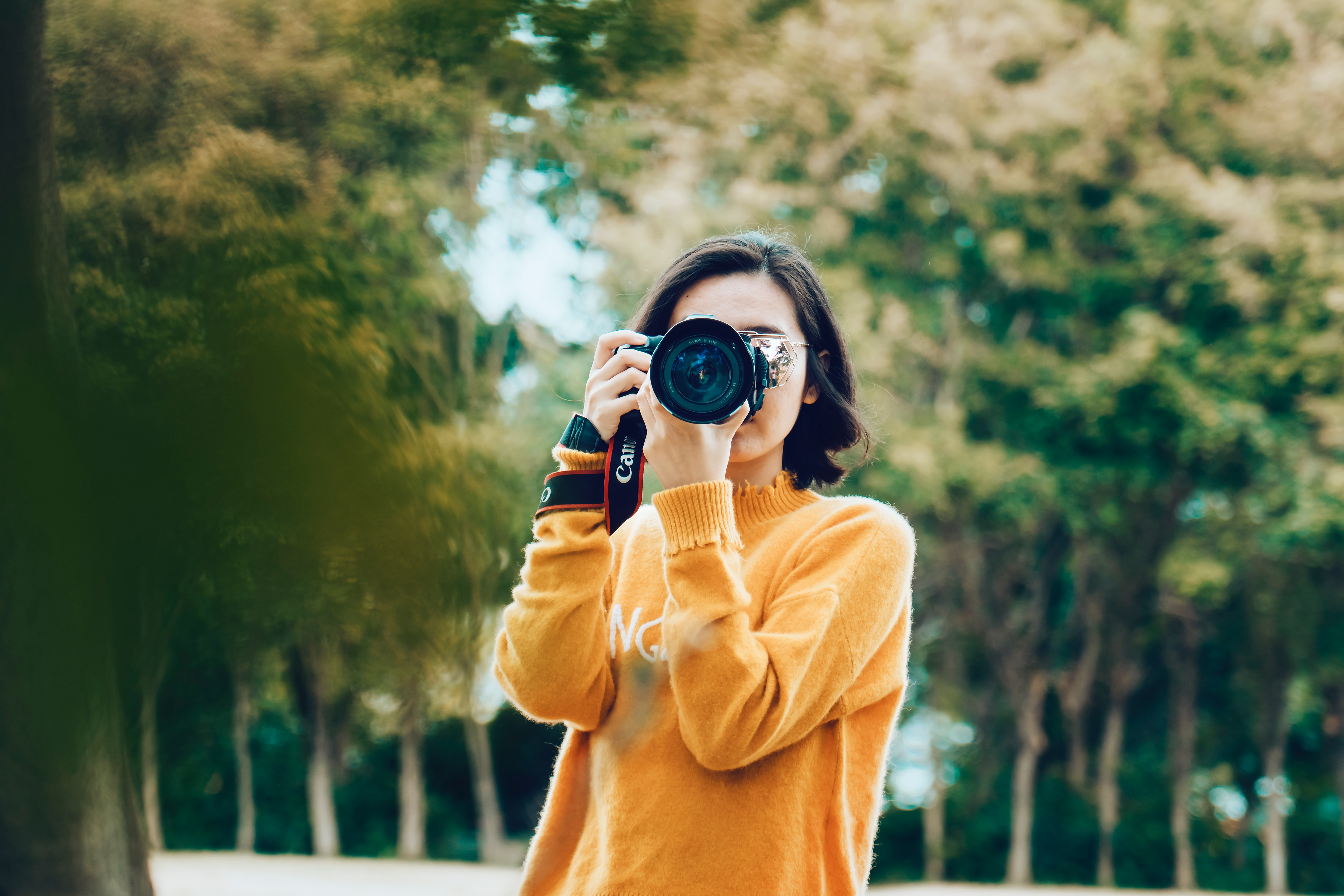 stock-photos-in-ads-blogs-and-on-youtube-girl-camera