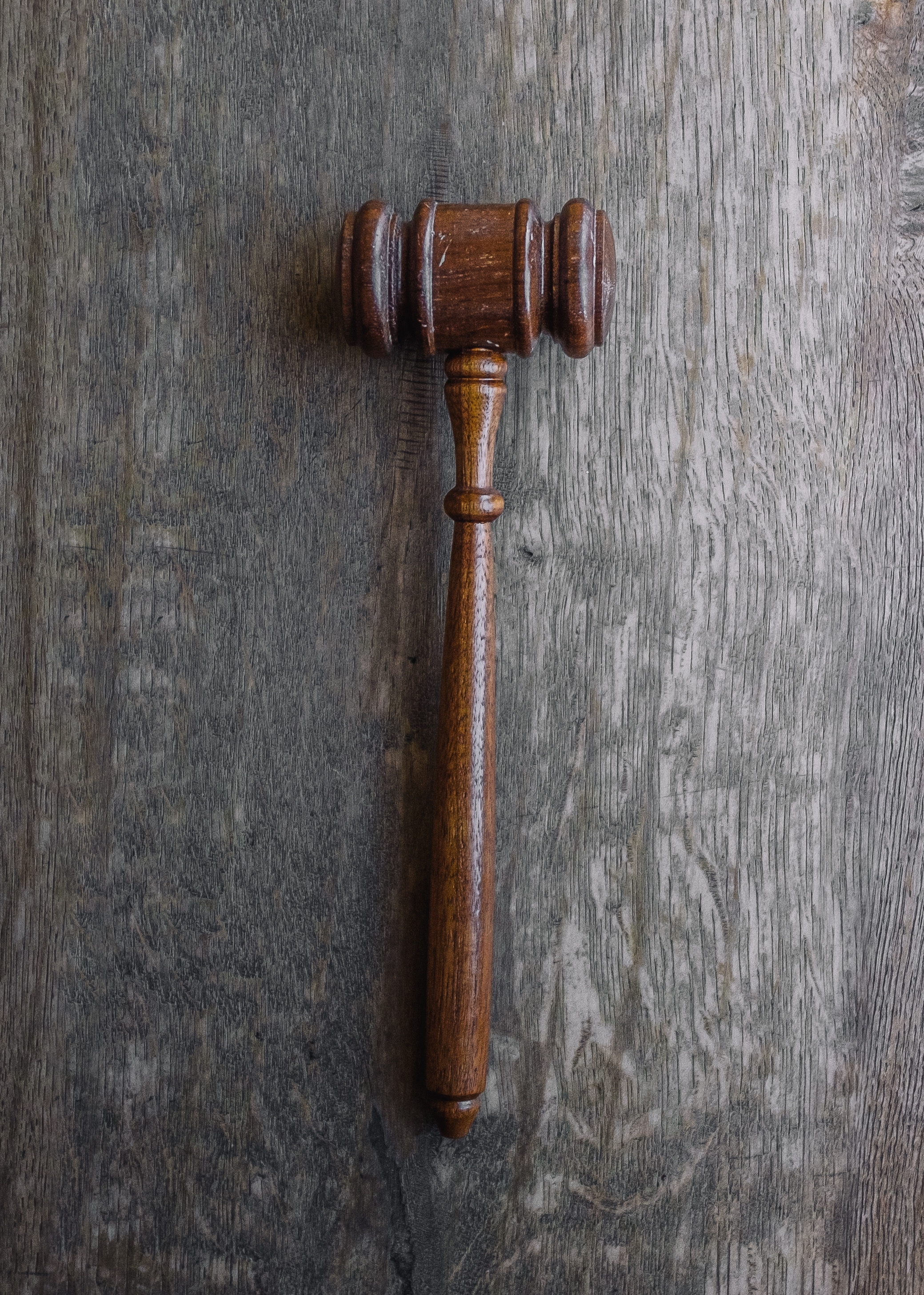 using-stock-photos-in-ads-gavel-dos-and-don'ts